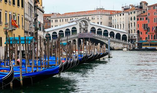 Gondolas---Rialto-Bridge.jpg